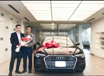 Lễ bàn giao xe Audi cho anh Hải - Giám đốc kinh doanh