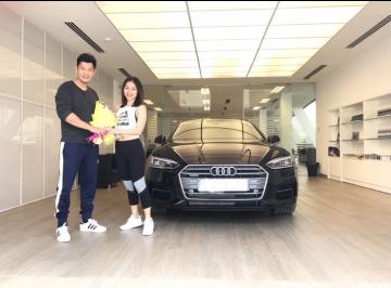 Lễ bàn giao xe Audi cho vợ chồng anh Thanh - Chủ nhà hàng